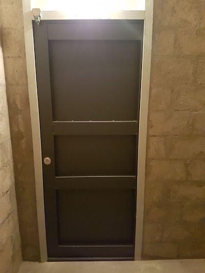 installation de porte de cave blind e par votre serrurier paris. Black Bedroom Furniture Sets. Home Design Ideas